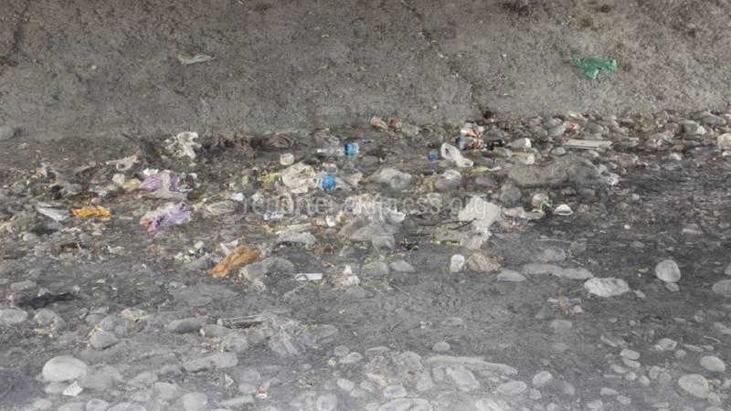 Скопление мусора у рек Ала-Арча и Аламедин. Фото