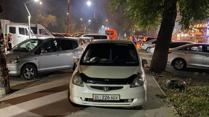 Клиенты кафе «Нур-Суфра» перекрыли велодорожку и тротуар, - горожанин (фото)