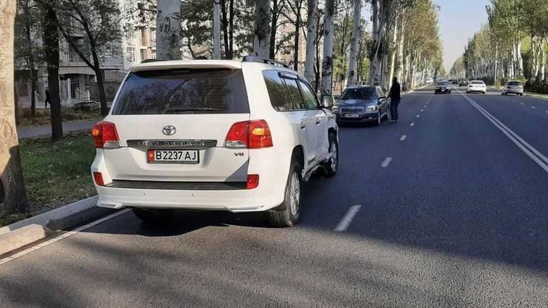 На проспекте Ч.Айтматова столкнулись Toyota Land Cruiser 200 и Nissan Serena