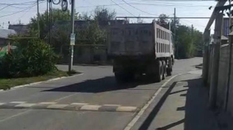 Горожане просят запретить большегрузным фурам ездить по ул.Кайназаровой