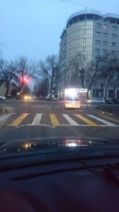 Элебаева-Медерова госномер S0974AS выезд за стоп линию