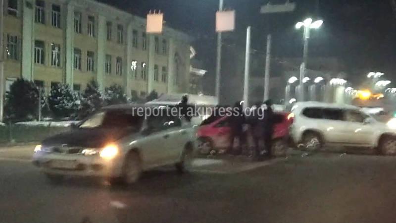 На Чуй-Манаса столкнулись несколько машин (видео)