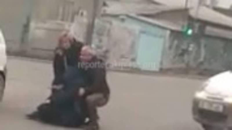 Видео – В Бишкеке на Л.Толстого-Панфилова водитель «Матиз» сбил пешехода