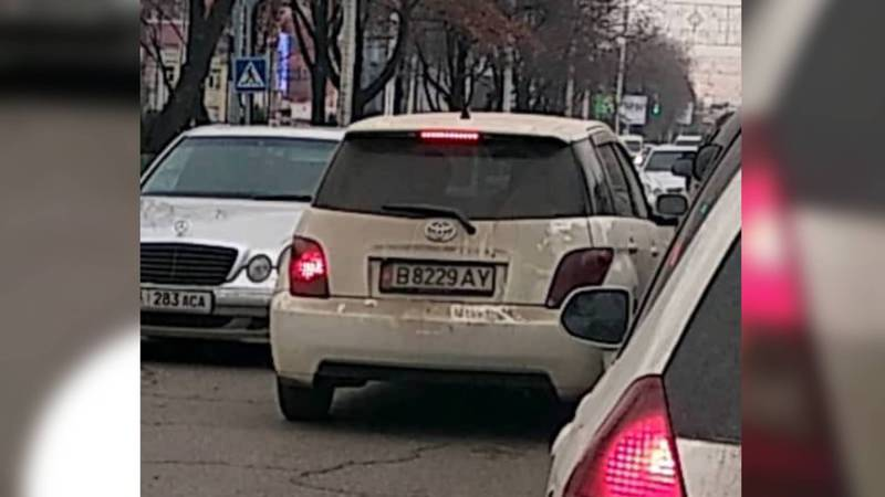 В Бишкеке на проспекте Чуй водитель «Тойоты» дважды нарушил ПДД - очевидец (видео)