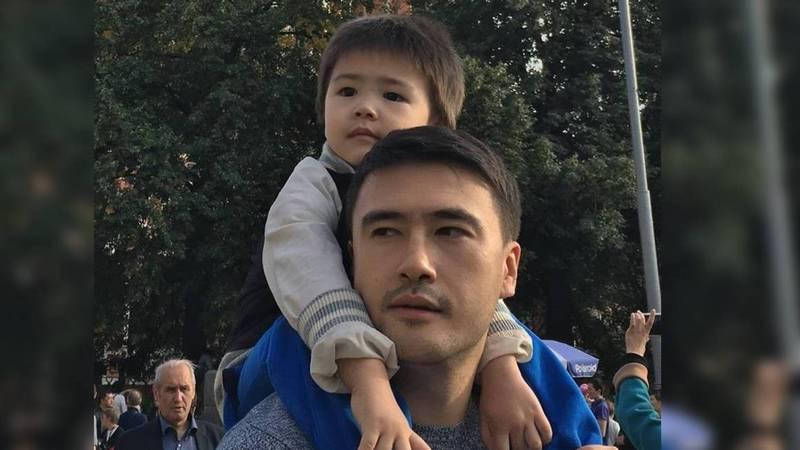 Певец Нурбек Савитахунов собирает деньги на лечение сына