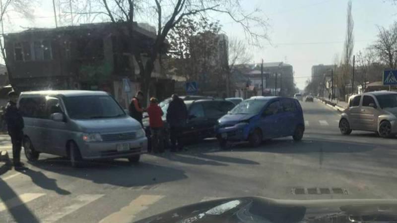 В Бишкеке на Уметалиева-Рыскулова вновь произошло ДТП, - очевидец (фото)