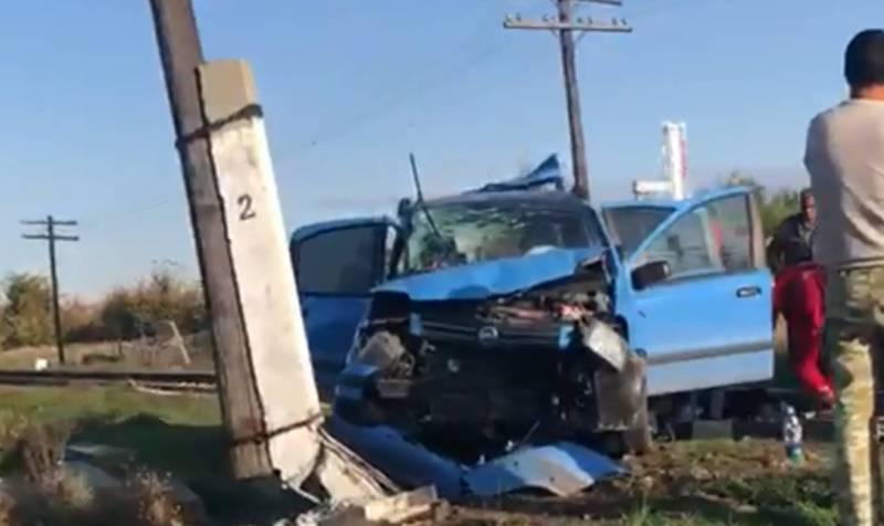 В селе Новопокровка легковое авто попало под поезд (видео)