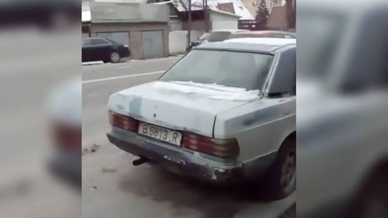 На проезжей части дороги на ул.Токтоналиева уже год стоит «Мерседес», - горожанин