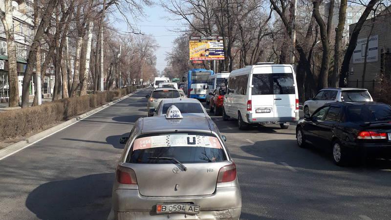Водитель жалуется на пробки на улице Московской. Видео, фото