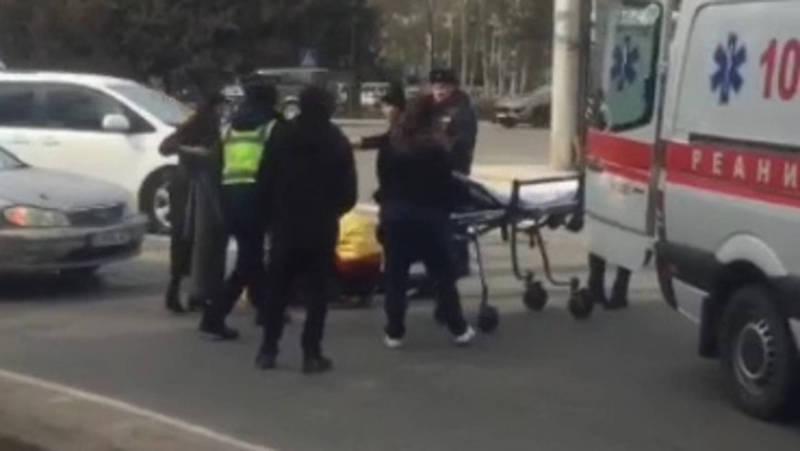 В Бишкеке возле парка Победы сбили пешехода. Видео, фото