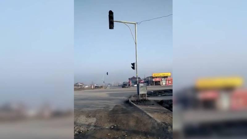 На Жайыл Баатыра – Чортекова не работает светофор. Видео