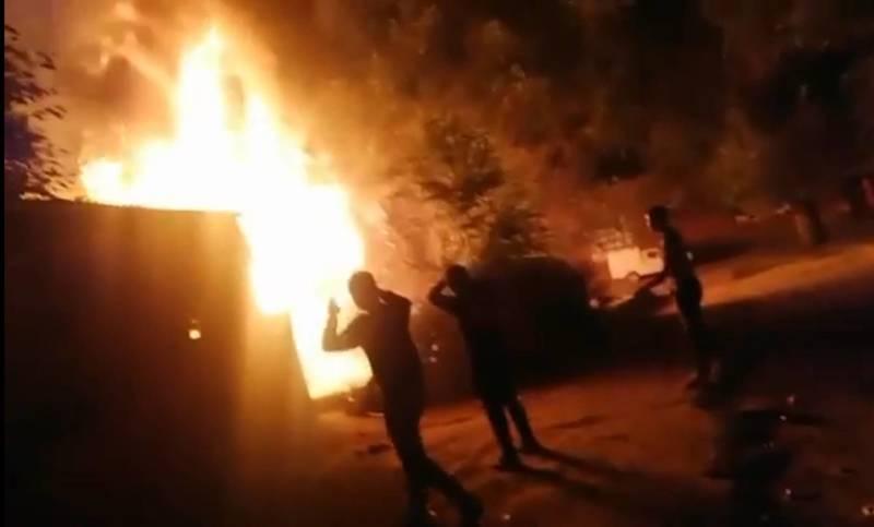 В Новопавловке горит склад на рынке. Видео