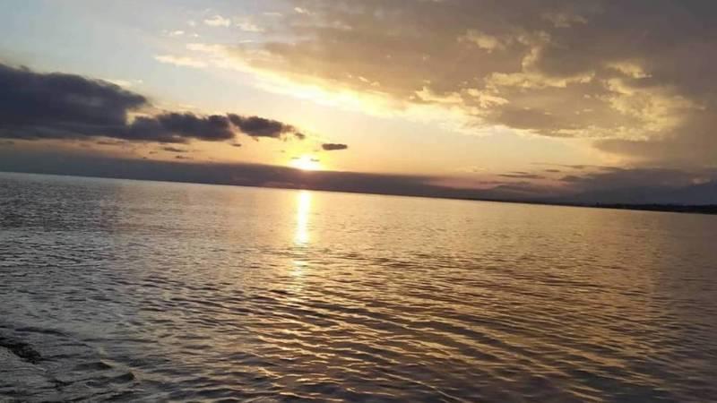 Красивый закат на Иссык-Куле. Фото