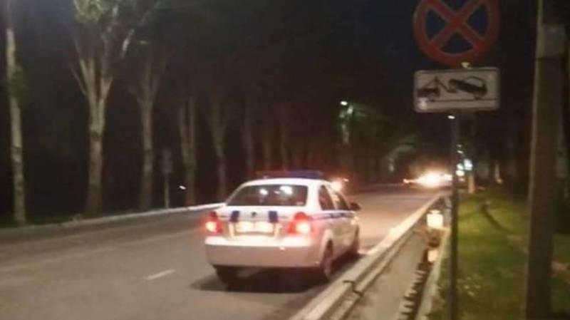 С сотрудником патрульной милиции, припарковавшим машину в неположенном месте, проведена беседа
