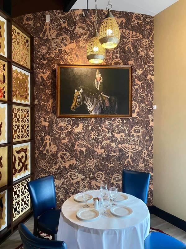Кыргызстанцы открыли ресторан «Жибек Жолу» в Чикаго