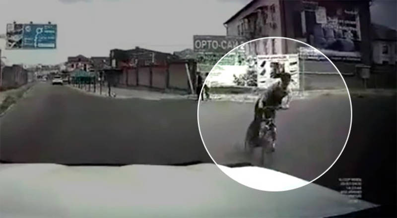 ДТП в Бишкеке. Велосипедист въехал в машину