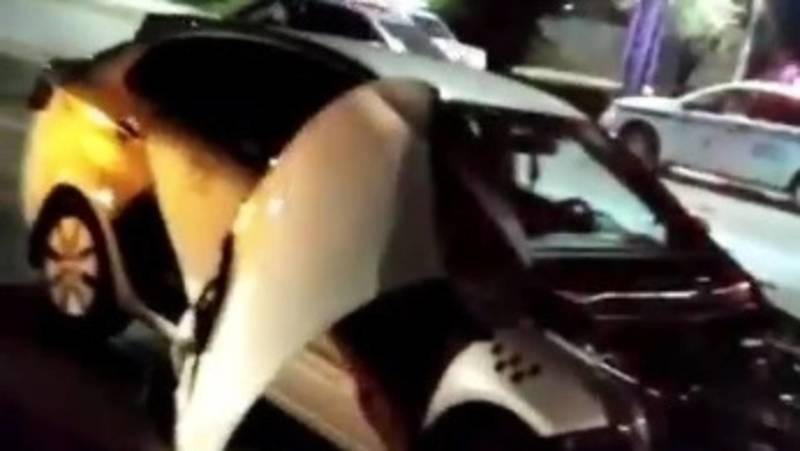 На ул.Горького машина «Яндекс. Такси» попала в ДТП. Видео очевидца