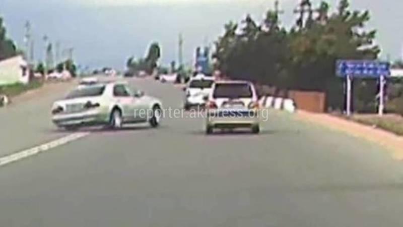 На Иссык-Куле водитель на большой скорости врезался в бордюр. Никто в милицию не обращался
