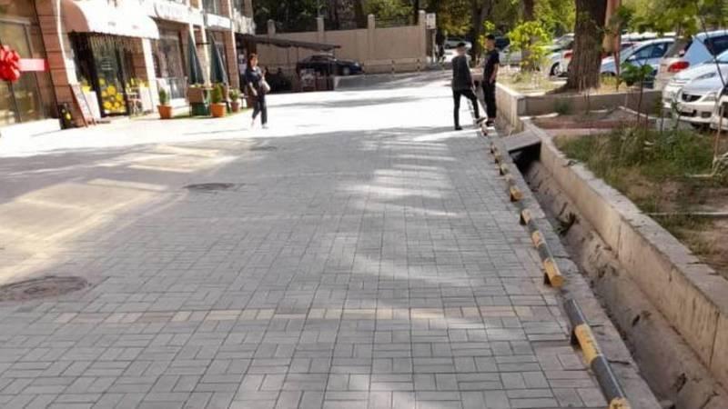Напротив городской гинекологии вместо тротуара сделали парковку, - очевидец