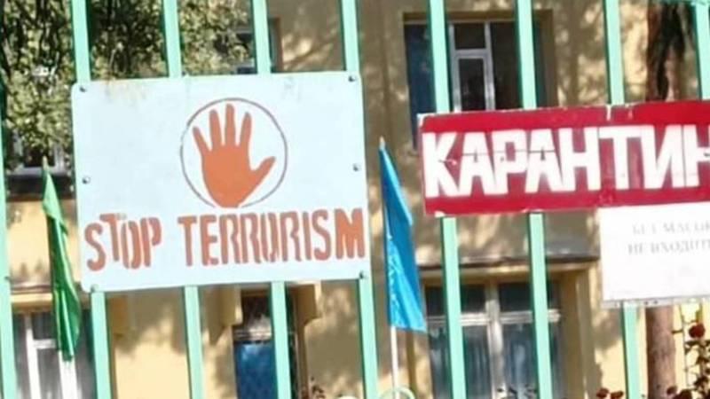 В селе Беловодское на дверях училища №28 висит табличка «Стоп терроризм», - местный житель