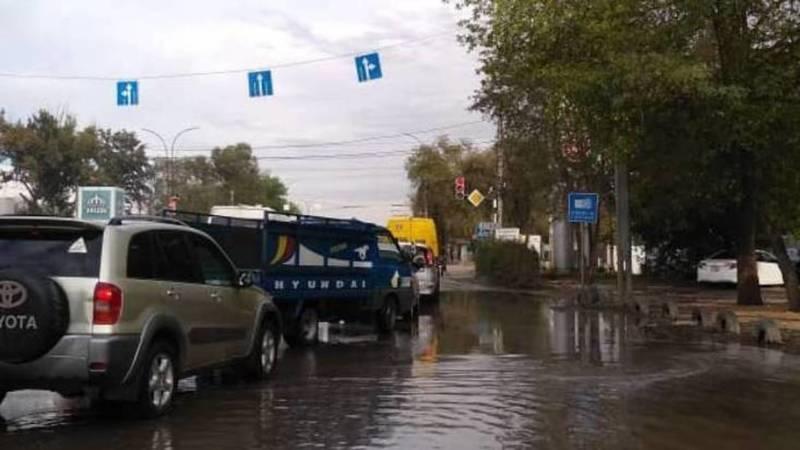 Фото — Как работает камера «Безопасного города», если на перекрестке огромная лужа, интересуется читатель