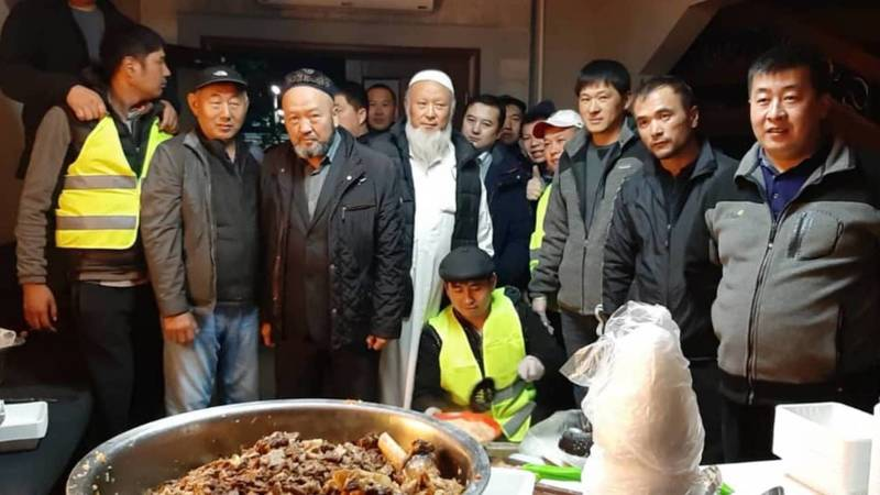 Жители Ивановки приготовили 400 порций плова для дружинников Бишкека. Видео и фото