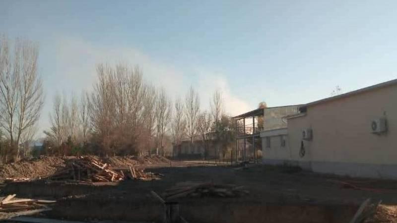 В жилмассиве Келечек предприятие загрязняет воздух. Видео местного жителя
