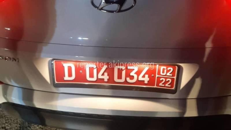 На авторынке «Хундай» с дипномерами совершил ДТП, водитель не выходит из машины, - очевидец