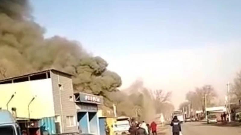 В селе Пригородное загорелся строящийся спортзал, пострадавших нет, - МЧС