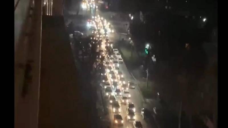 На улице Боконбаева наблюдается километровая пробка, - очевидец