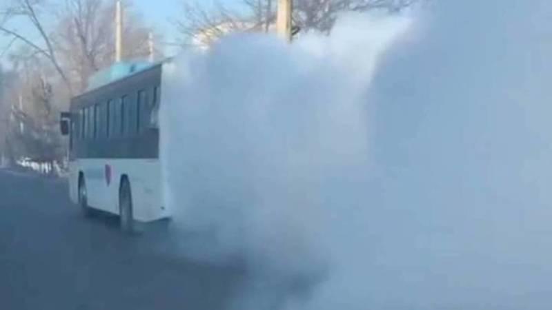 Пассажирский автобус, сильно дымивший на Фучика, отправлен на ремонт, - мэрия
