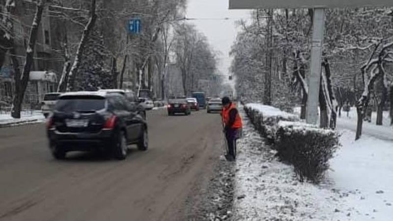 «Тазалык» почистил дороги в центре города, - мэрия. Фото