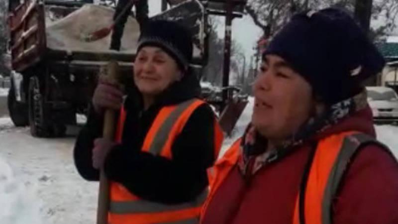 Горожанин хвалит и благодарит работниц «Тазалыка». Видео