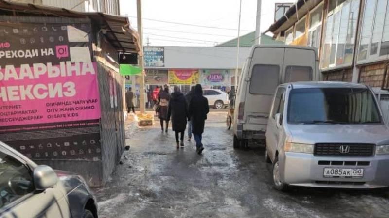 Законно ли мэрия Жалал-Абада дает разрешение на установку павильонов в переулке Чехова? - горожанин