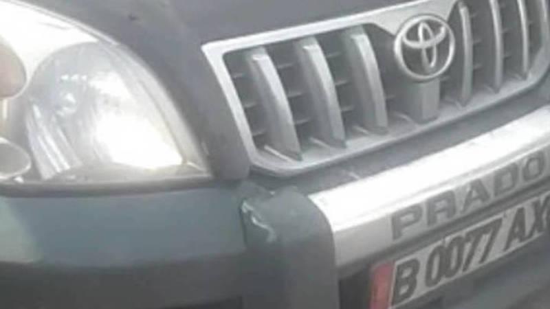 Водителя«Прадо», который припарковался на проезжей части, оштрафовали на 1000 сомов