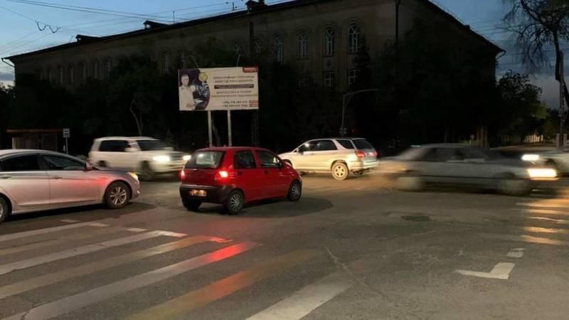 На Ахунбаева не работает светофор. Фото горожанки