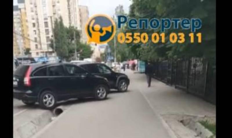 Бишкекчанин просит ликвидировать незаконную парковку по улице Исанова