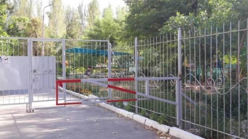 Законно ли установили забор в 10 микрорайоне?