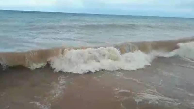 Ветер на Иссык-Куле поднял высокие волны. Видео