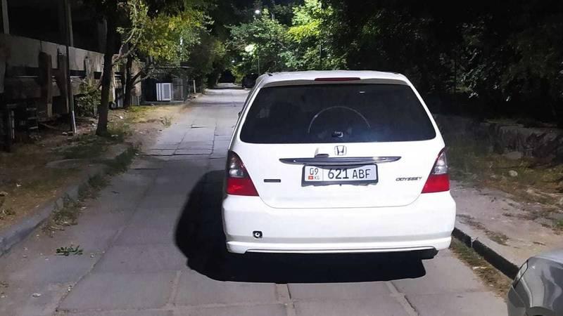 «Хонда Одиссей» прилегла на дорожку, - горожанка (фото)