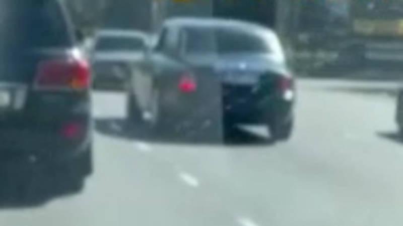Водительский беспредел на Южной магистрали. Машина едет задним ходом. Видео