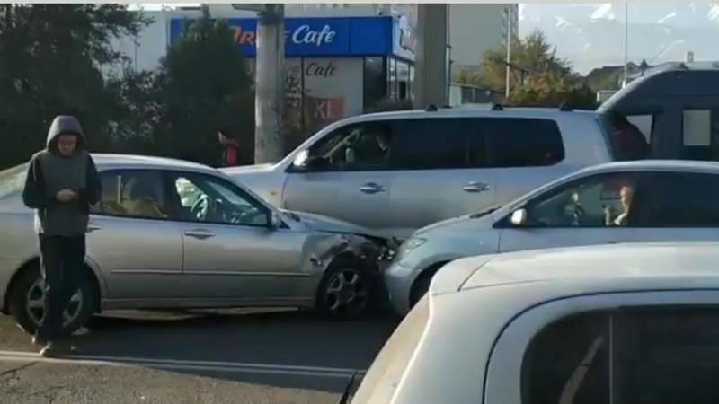 В Бишкеке произошло ДТП с участием 3 машин