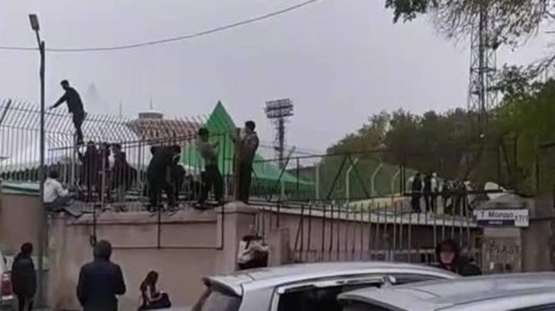 Давка у входа стадиона «Спартак» на фестивале «Качели фест». Видео
