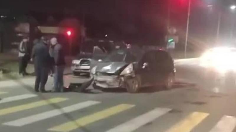 В Ак-Орго столкнулись две машины. Видео с места аварии