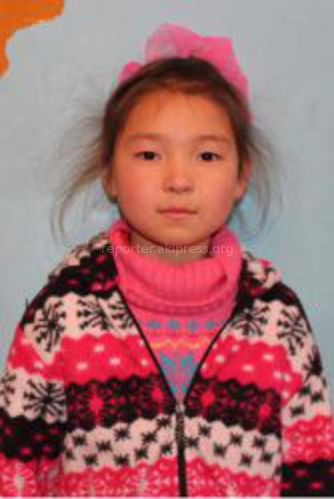 Жусупова Аделина 9 лет  Мой ангел, на Новый год я хочу сумку школьную, брюки, зонтик и блузку, сережки и конфеты. Спасибо за всё!