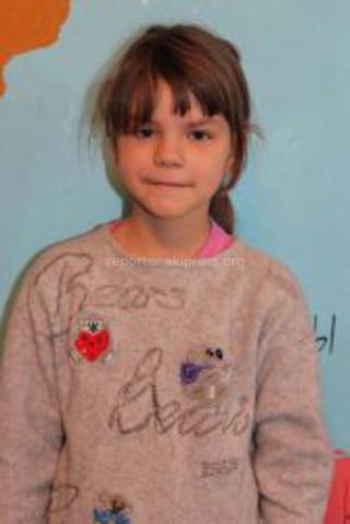 Кашеварова Алина 9 лет  Привет, ангел! Я люблю танцевать. Хочу в Новый год куртку, сапожки, принадлежности для школы, детскую косметику «Маленькая фея» и сладости. Я люблю белый цвет.  Счастливого Нового года тебе, ангел!