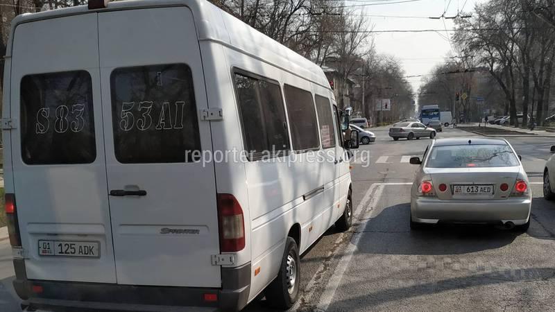 Водитель маршрутки №195 совершил обгон по встречной полосе (видео)