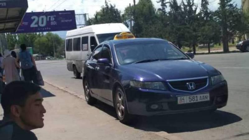 Парковка на остановке в 5 микрорайоне (фото)