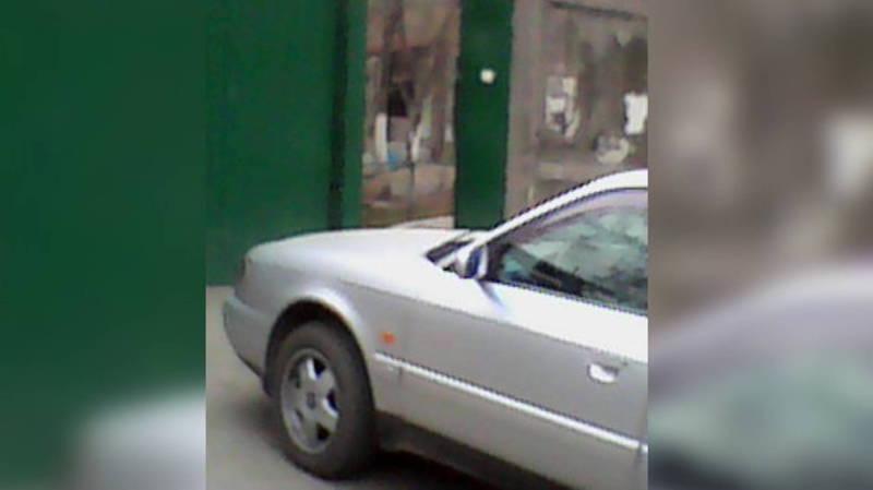 На Л.Толстого водитель «Ауди» припарковался в неположенном месте