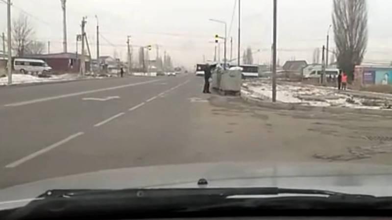 На Ахунбаева-Алыкулова мусорные контейнеры мешают обзору водителям